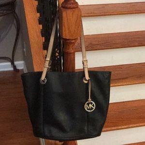🤩Michael Kors Large Leather Jet set totebag/purse